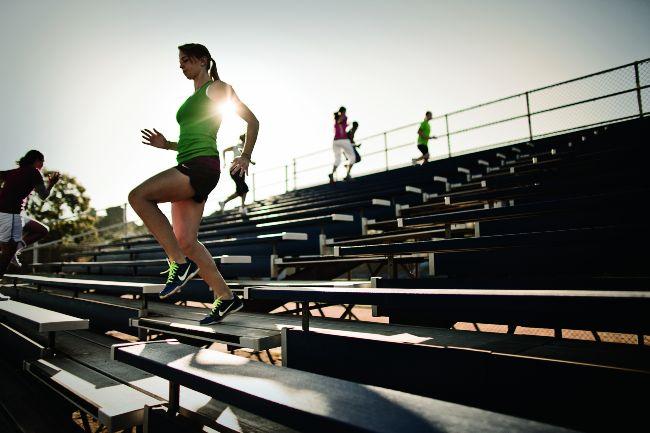 เทคนิคการแข่งวิ่งแนวดิ่ง ขึ้นลงบันได กีฬาวิ่งเป็นหนึ่งในรูปแบบกรีฑาแบบลู่และลานที่มีแข่งขันในทุกรายการ การแข่งขันถูกพัฒนาและออกแบบไป